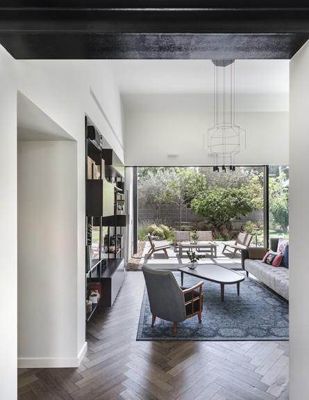 בית בשרון, ג, עיצוב אירה שריג, סלון (צילום: עודד סמדר)