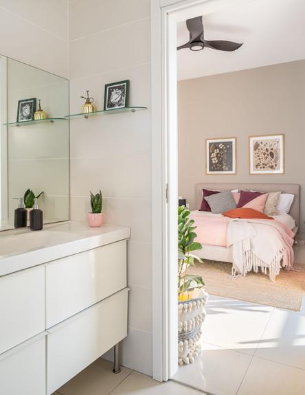 דירה בגבעתיים, ג, עיצוב סטודיו LOROS TLV, חדר רחצה (צילום: יואב פלד Peled Studios)