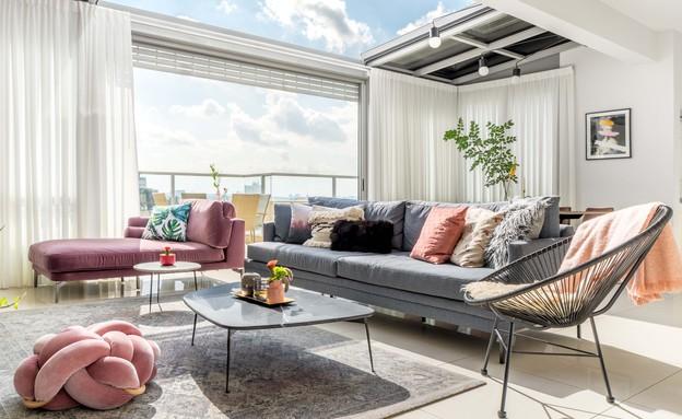 דירה בגבעתיים, עיצוב סטודיו LOROS TLV, סלון (צילום: יואב פלד Peled Studios)