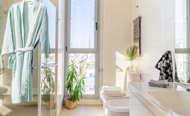 דירה בגבעתיים, עיצוב סטודיו LOROS TLV, חדר רחצה (צילום: יואב פלד Peled Studios)