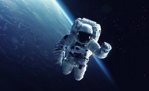 אסטרונאוט בחלל (אילוסטרציה: By Dafna A.meron, shutterstock)