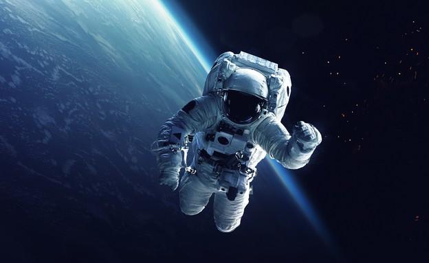 אסטרונאוט בחלל (אילוסטרציה: kateafter | Shutterstock.com )
