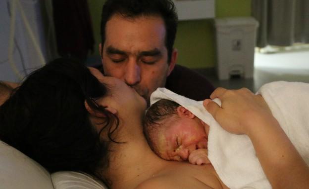 תמר מייבום במהלך לידה בבית החולים סנט ג'וזף (צילום: ענבל מנדלר)
