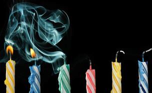 עוגת יום הולדת עצובה (צילום: kateafter | Shutterstock.com )
