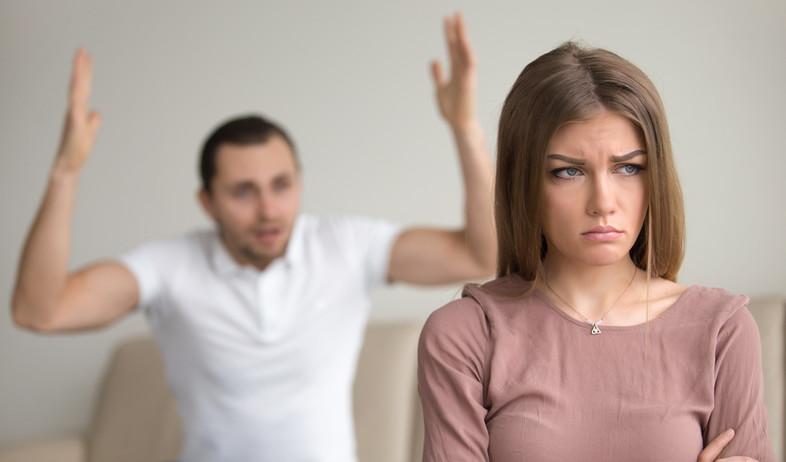 גבר צועק על אישה (אילוסטרציה: kateafter | Shutterstock.com )
