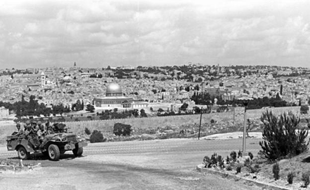 """""""בין חיים למוות, חשבתי רק על ירושלים"""" (צילום: באדיבות ארכיון צה""""ל במשרד הביטחון. הצלם: עמוס צוקר)"""
