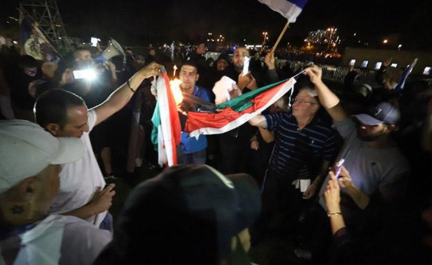 "פעילי ימין בת""א, הערב (צילום: איתן אלחדז/TPS)"