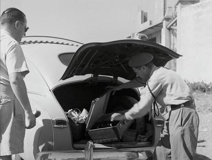 ביקורת בתוך מכונית נגד השוק השחור והברחת מזון בימי הצנע בישראל