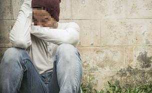 גבר במשבר (צילום: shutterstock | Eakachai Leesin)