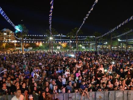 קהל במופעי העצמאות בנתניה (צילום: רן אליהו)
