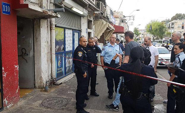 זירת הרצח בתל אביב (צילום: דוברות המשטרה)