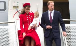 הדוכסים עם בנם הבכור ג'ורג' (צילום: AP)