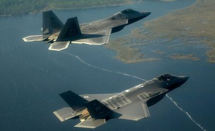 F-22 ו-F-35 (צילום: US Air Force)