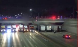 משאיות מתחת לגשר (צילום: צילום מסך מתוך: FOX 2 DETROIT)