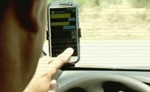 מה אסור ומה מותר לעשות בנהיגה? (צילום: חדשות 2)