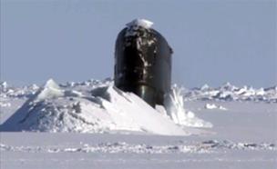 צוללת של הצי הבריטי באימון מתחת לקרח (צילום: sky news)