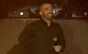 """איך הפך עומר אדם לזמר המצליח בישראל?  (צילום: מתוך """"ערב טוב עם גיא פינס"""", שידורי קשת)"""