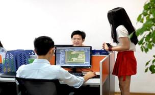 """מה נסגר? דרושות בסין – מעודדות למתכנתים (צילום: מתוך """"נקסט"""", קשת 12)"""
