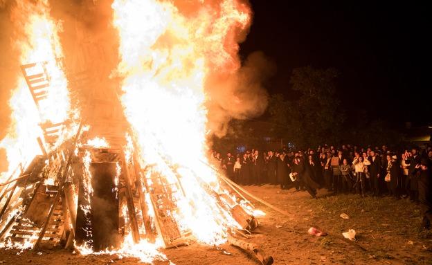 """חגיגות ל""""ג בעומר במאה שערים (צילום: Yonatan Sindel/Flash90)"""