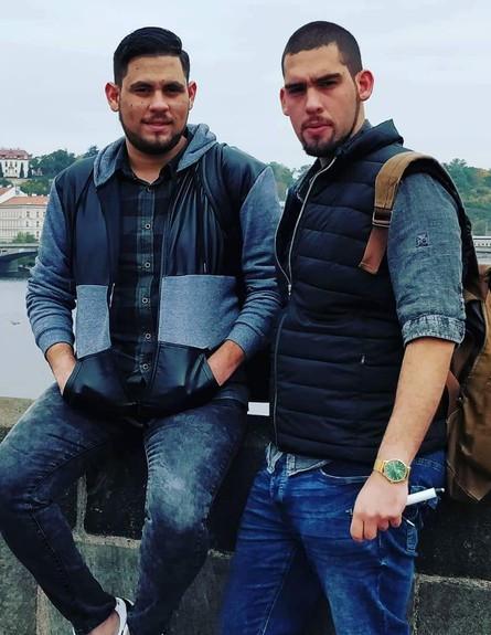 תומר ואחיו (צילום: אלון חן)