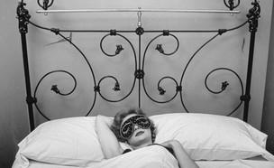 אישה במיטה (צילום: gettyimages)