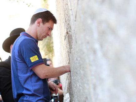 יגיע שוב לכותל? מסי בביקור קודם בישראל (צילום: גלעד זמיר, חדשות)