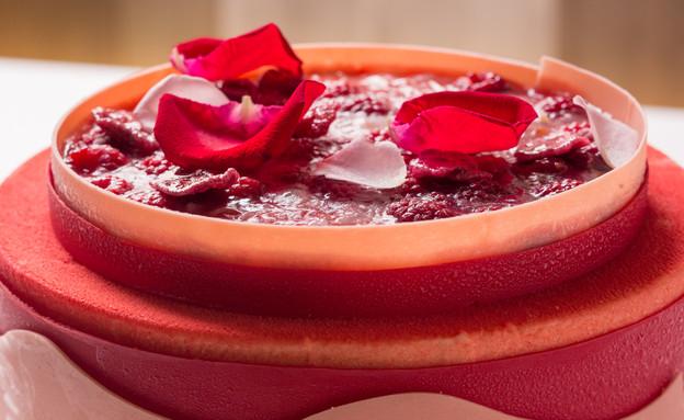 עוגת ורדים, פטל וליצ'י (צילום: בני גם זו לטובה, אוכל טוב)