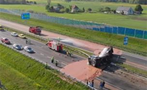 תאונה עם שוקולד בפולין (צילום: TwojaSlupca.pl)