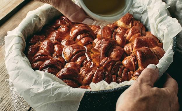 עוגת רוגלך במילוי לוטוס (צילום: אמיר מנחם, אוכל טוב)