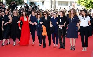 מחאת השחקניות והבמאיות בפסטיבל הסרטים בקאן (צילום: רויטרס)
