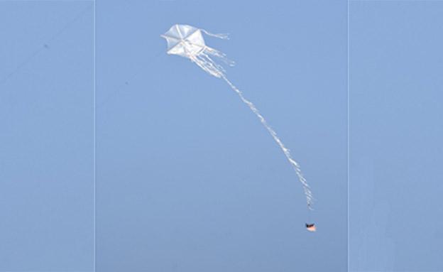 """עפיפון תבערה מהרצועה (צילום: דובר צה""""ל)"""