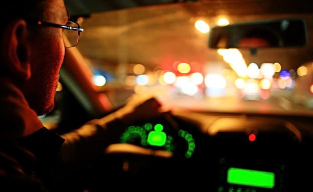 נהג מונית (צילום: shutterstock\By Kichigin)
