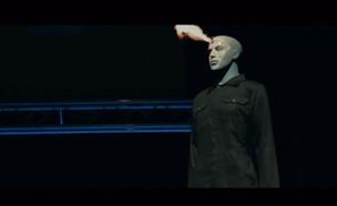 """מקלות ואבנים? המלחמה הבאה תהיה בין רחפנים (צילום: מתוך """"נקסט"""", קשת 12)"""