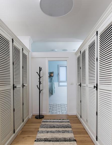 בית בהרצליה, ג, עיצוב אורית דרום, חדר ארונות בנות (38)