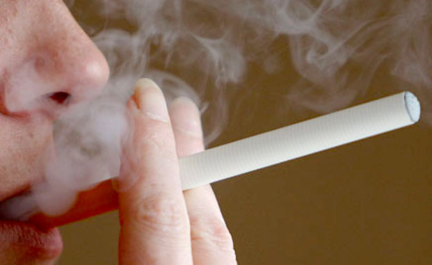סכנות העישון סיגירה אלקטרונית (צילום: רויטרס)