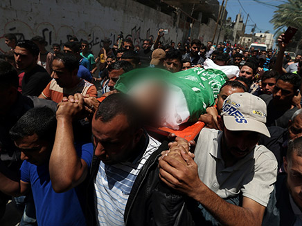 הלוויה של אחד ההרוגים בעזה