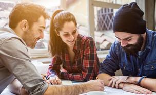 סטודנטים לומדים ביחד (אילוסטרציה: kateafter | Shutterstock.com )