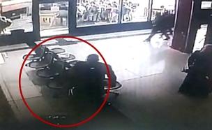 תיעוד: תיק מלא נשק באמצע התחנה המרכזית