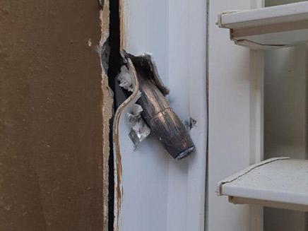 קליע שפגע במבנה בשדרות