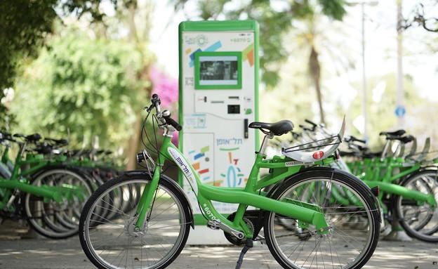חוששים מגניבה-עמדת תל אופן להשכרת אופניים בתל אביב (צילום: עידו בירן)
