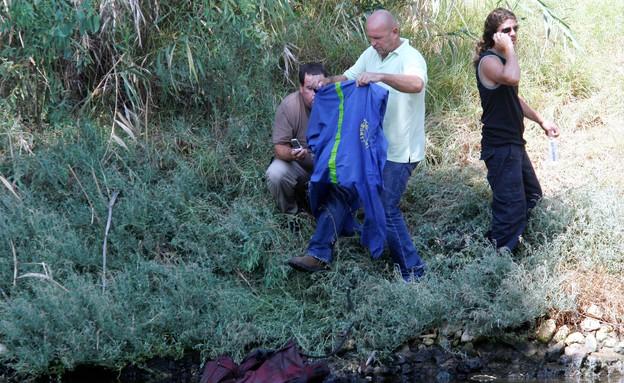 מחפשים על הנהר (צילום: רוני שוצר פלאש 90)