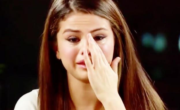 סלינה גומז בוכה (צילום: מעמוד האינסטגרם lovethisgirlselena)