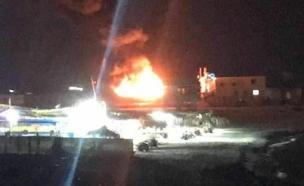 שריפה בנמל עזה לאחר ההפצצה (צילום: מקורו פלסטיניים)