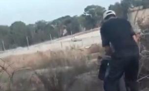 צפו בפלסטינים חודרים שוב את הגדר
