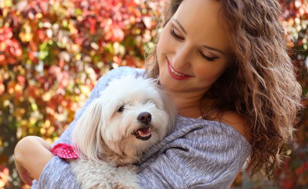 אישה עם כלב (צילום: By Dafna A.meron)