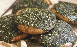 פיתות קמח מלא עם זעתר (צילום: רעות עזר, אוכל טוב)