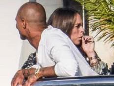 בת זוגו של ג'רמי מיקס נתפסה מעשנת - בהריון