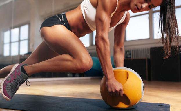 אישה מתאמנת, אימון ליבה (צילום: kateafter | Shutterstock.com )