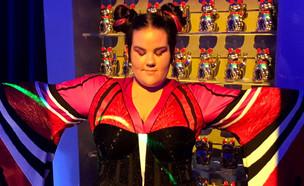"""זאת השמלה שנטע ברזילי תלבש באירוויזיון (צילום: מתוך """"ערב טוב עם גיא פינס"""", שידורי קשת)"""