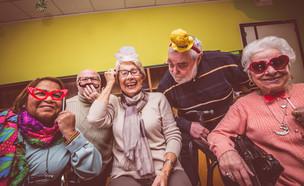 הורים עושים כיף (צילום: Shutterstock - By oneinchpunch)